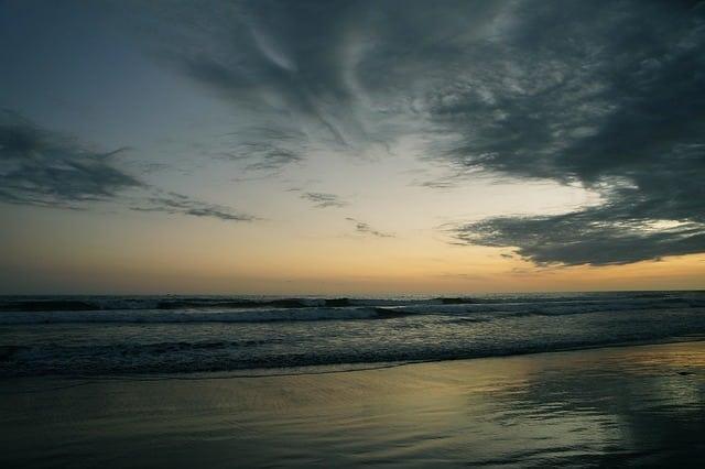 beach-486203_640